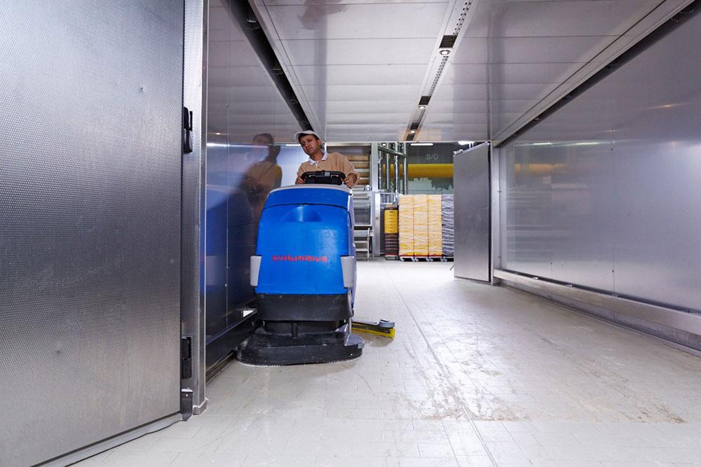 Reinigungsautomat Scheuersaugmaschine RA66BM60 Kühlraum reinigen