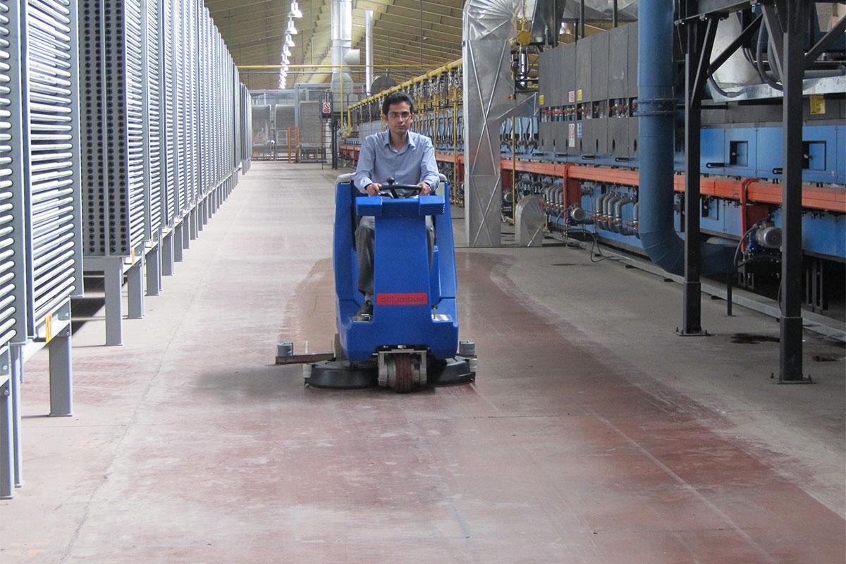 Reinigungsautomaten Scheuersaugmaschinen ARA100BM150 Industriegebäude reinigen