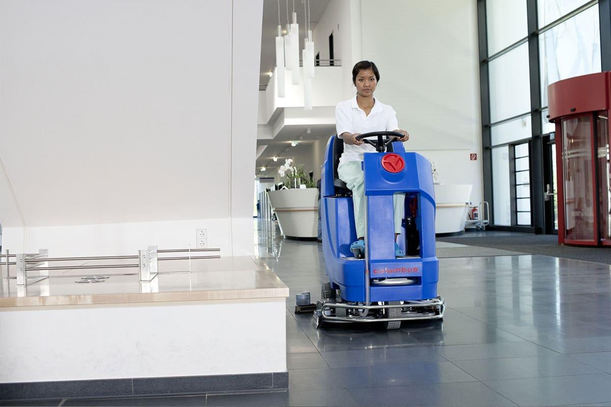 Reinigungsautomat Scheuersaugmaschine ARA66BM100 Bodenreinigung Großfläche reinigen