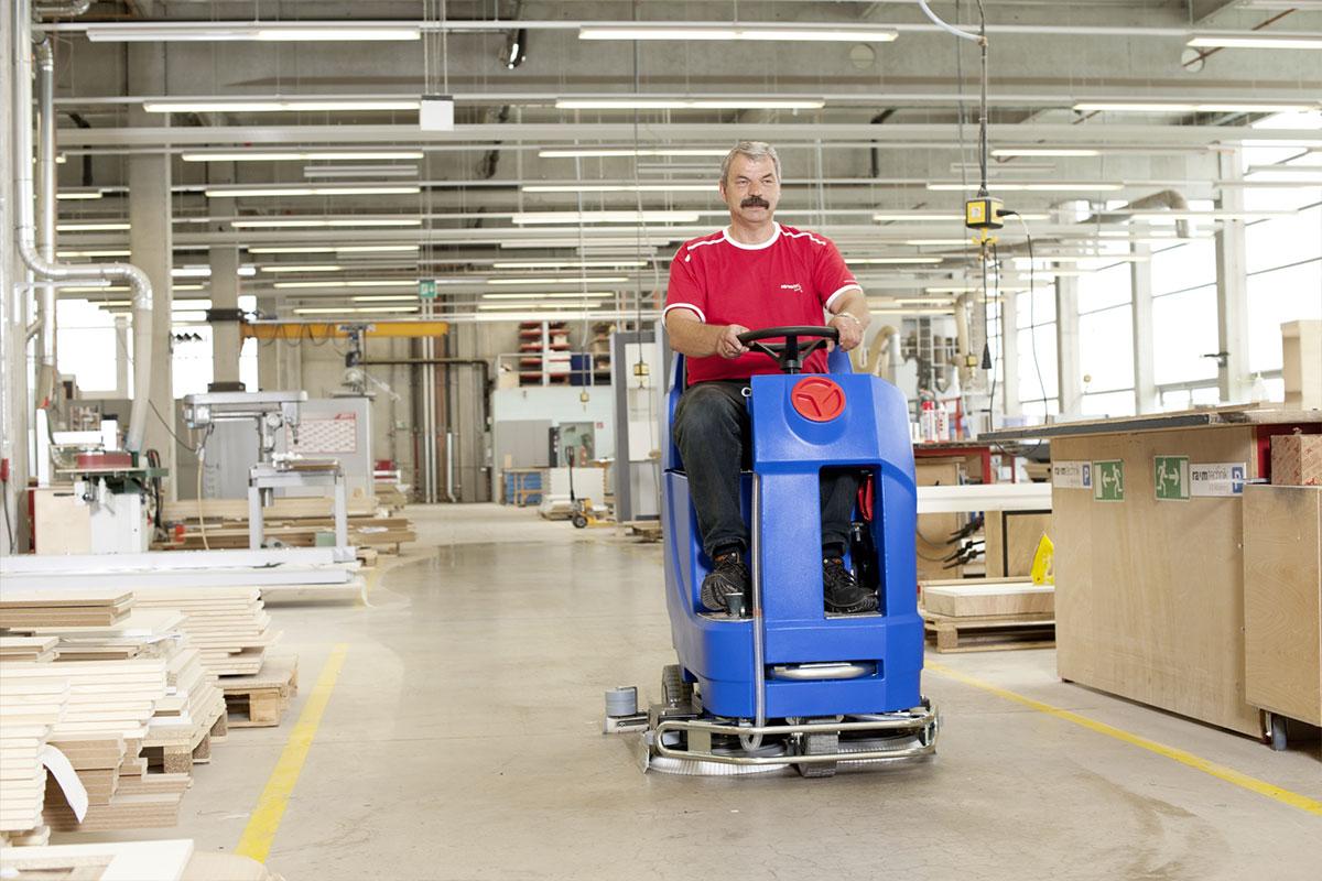 Reinigungsautomat Scheuersaugmaschine ARA80BM100 Lager reinigen