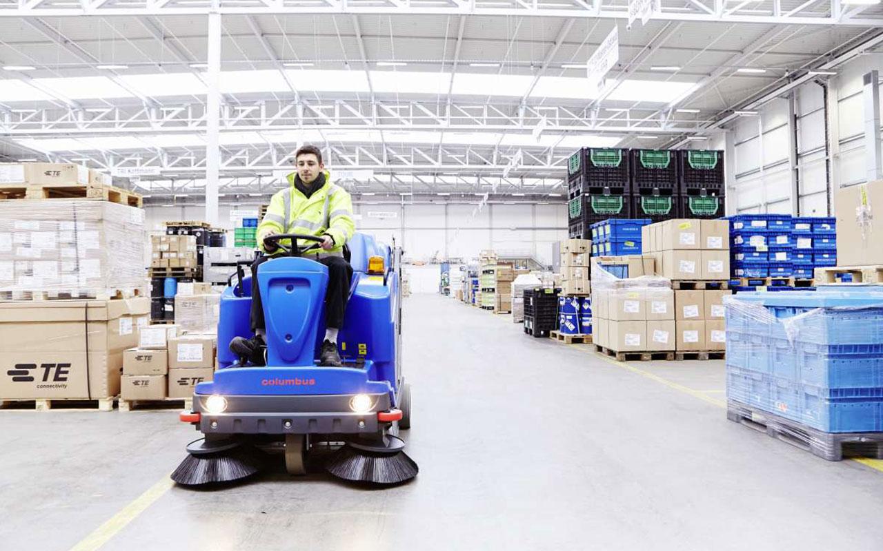 Transport / Logistik Boden Lagerhallenboden reinigen