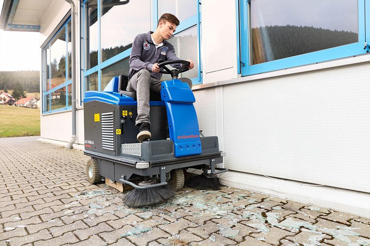 Sweeper AKS70 VM62 stone floor sweeping